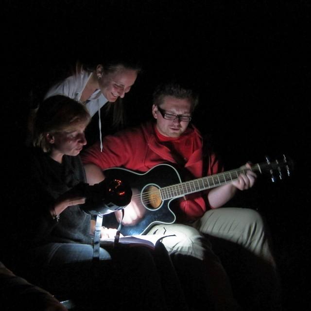 nie tylko pogaduchy, ale i śpiewniki, Karol, Ewelka i Iwonka, fot. Robert