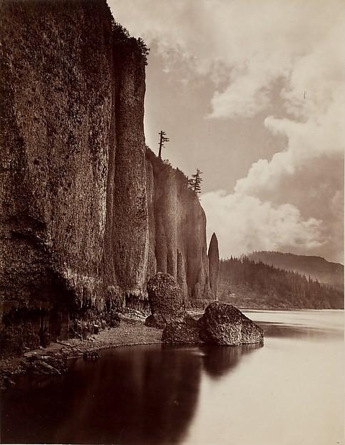 Nieco późniejsze od wyżej wspomnianych eksperymenty z podwójną ekspozycją i składaniem dwóch zdjęć: Cape Horn, Columbia River, Oregon, autorstwa Carleton E. Watkins, datowany na 1867